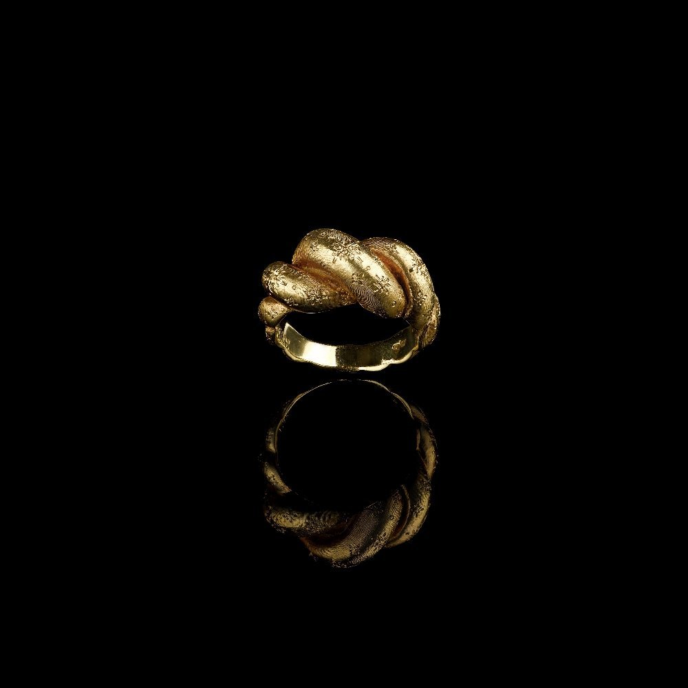 A YELLOW GOLD RING, BY BUCCELLATI