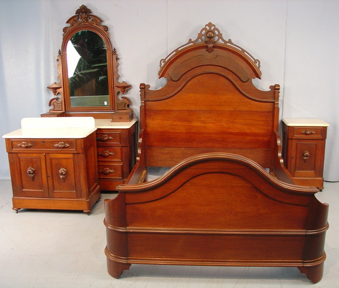 325: Four Piece Walnut Victorian Bedroom Suit - Bed, dr