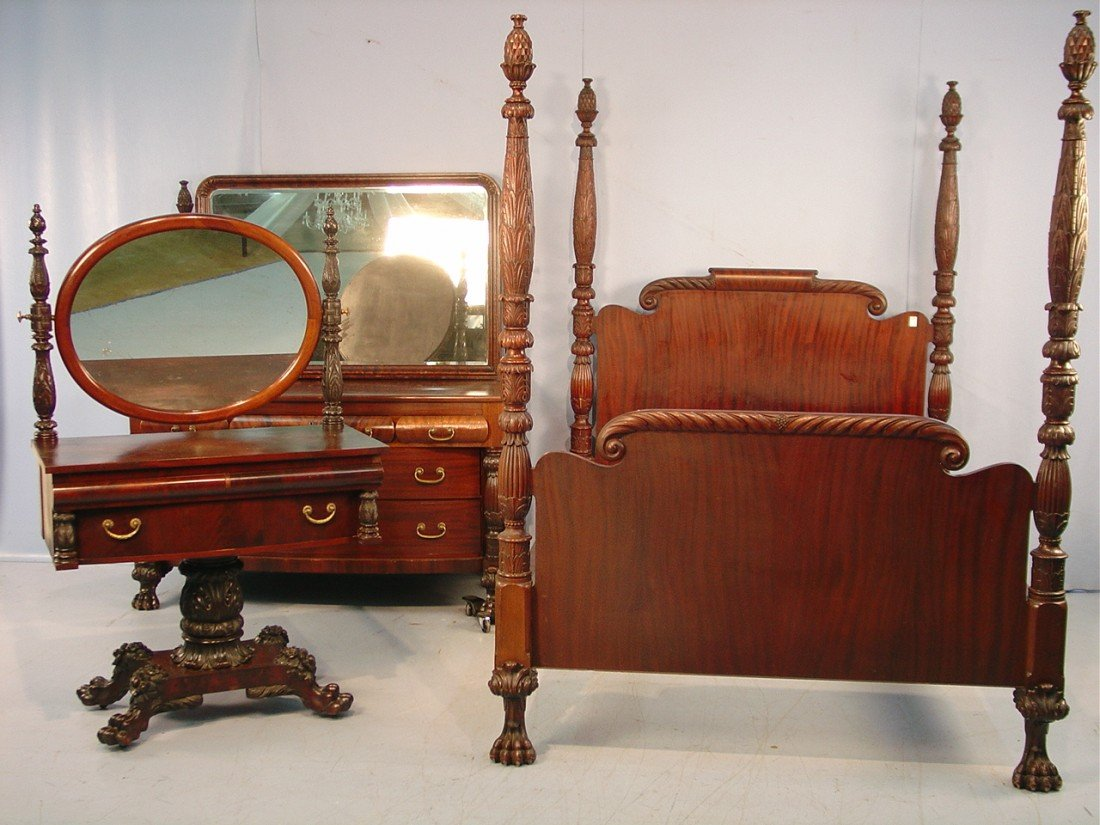 100: Mahogany Acanthus Carved Bedroom Suit -  Bed, 83in