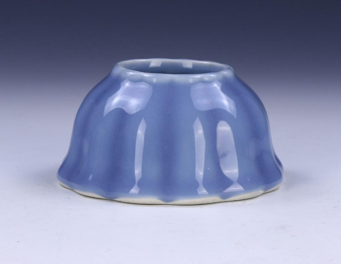A CHINESE ANTIQUE BLUE GLAZED PORCELAIN WATER DROPPER