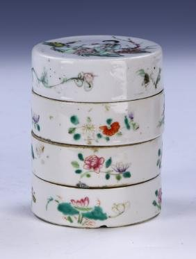 A CHINESE ANTIQUE FAMILLE ROSE PORCELAIN TIERED CASES