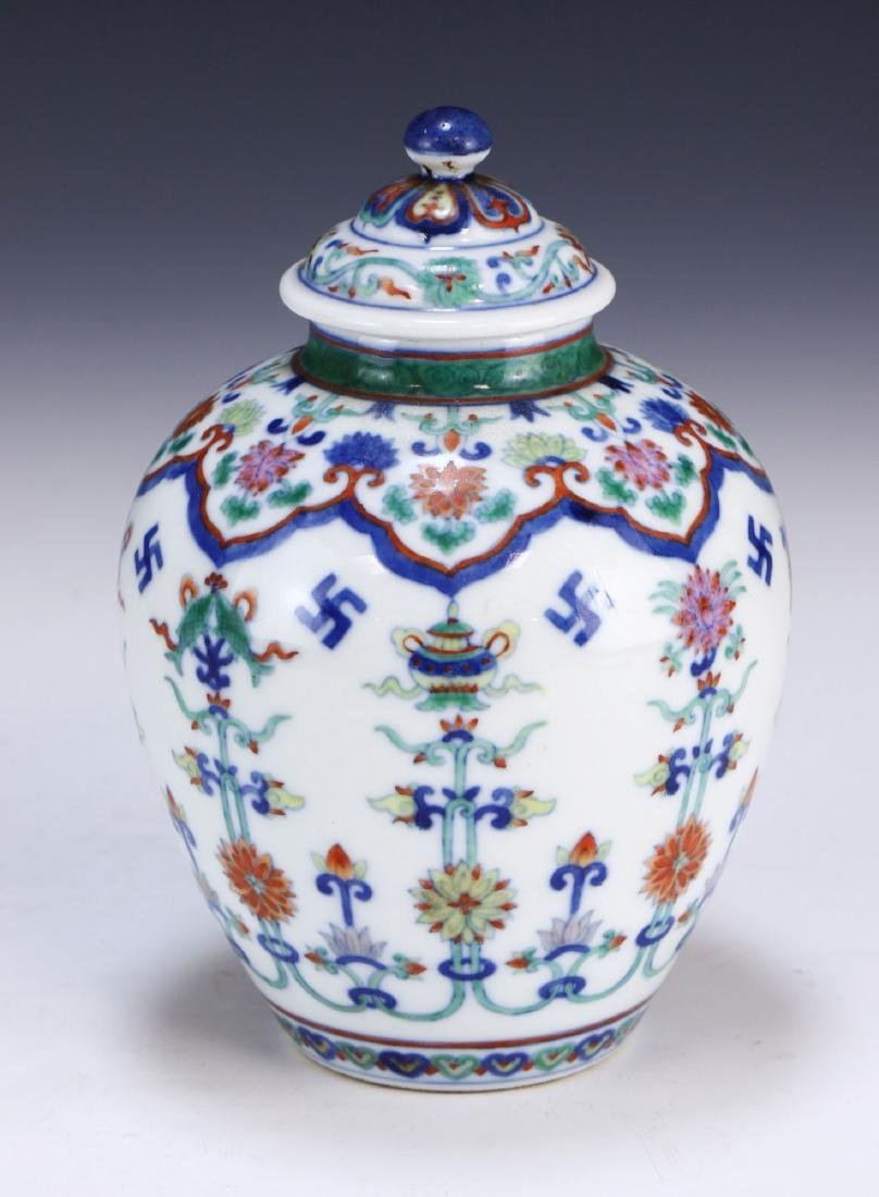 A CHINESE ANTIQUE DOUCAI LIDDED PORCELAIN VASE