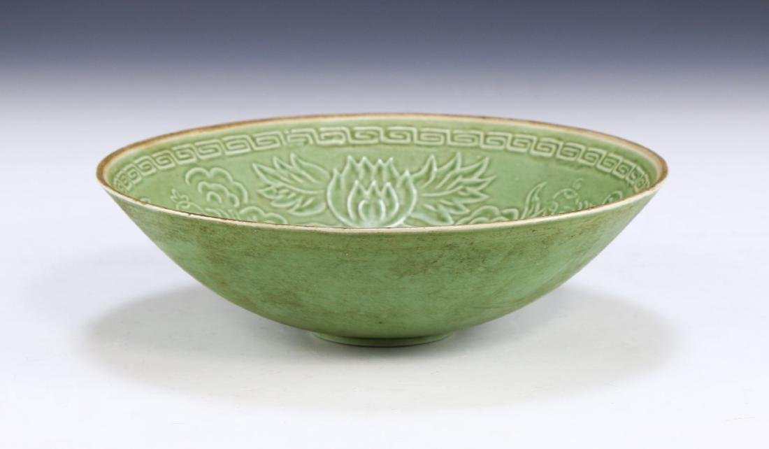 A CHINESE ANTIQUE DINGYAO INCISED PORCELAIN BOWL