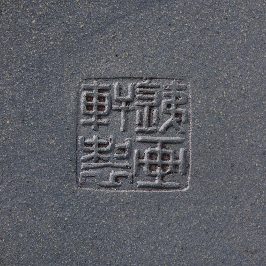 A CHINESE YIXING ZISHA TEAPOT - 5