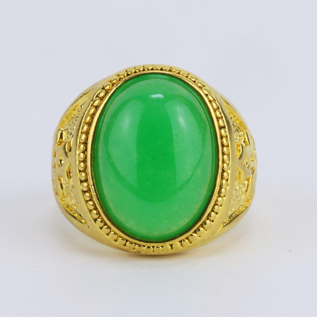 A GREEN JADE OR JADEITE MEN'S RING - 2