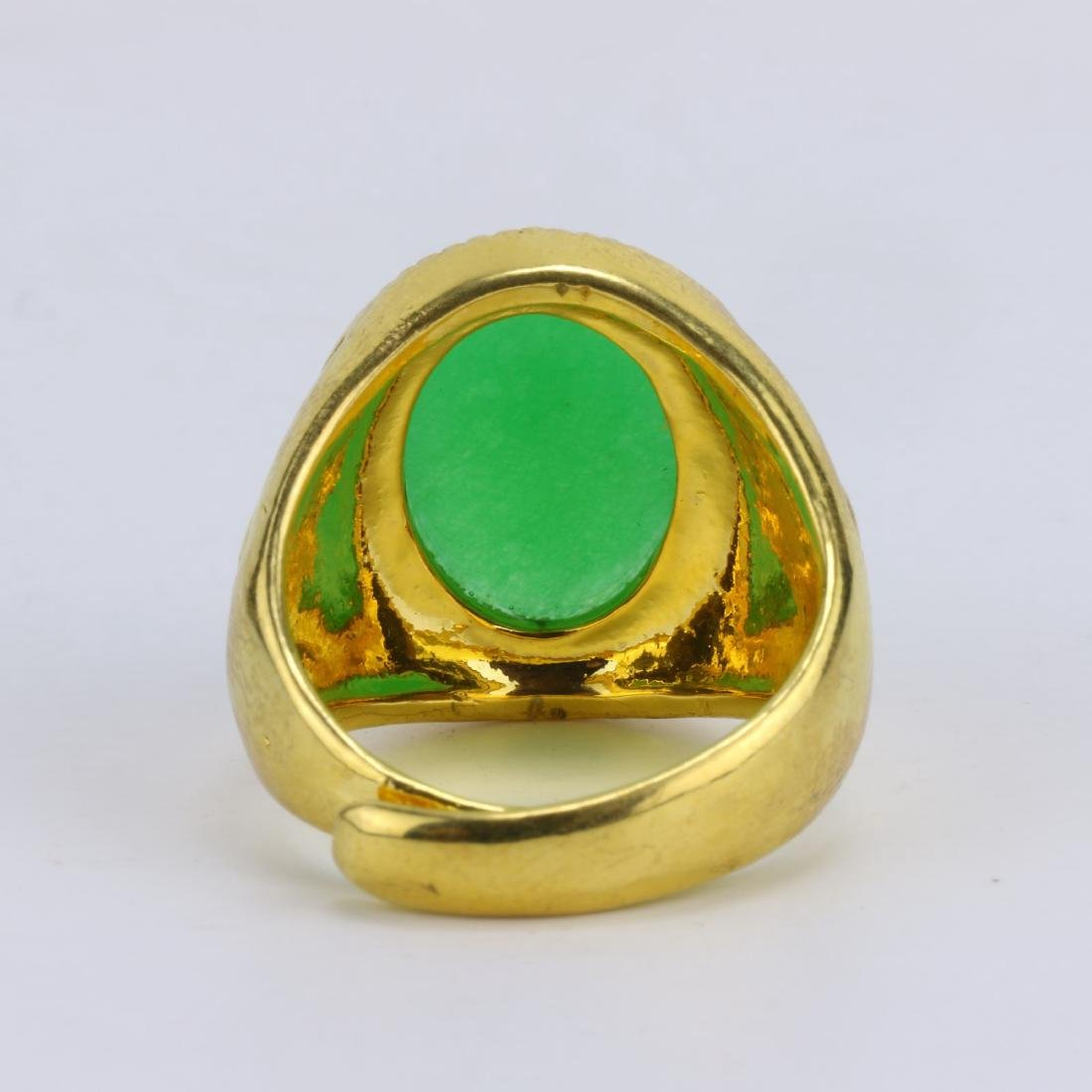 A GREEN JADE OR JADEITE MEN'S RING - 3