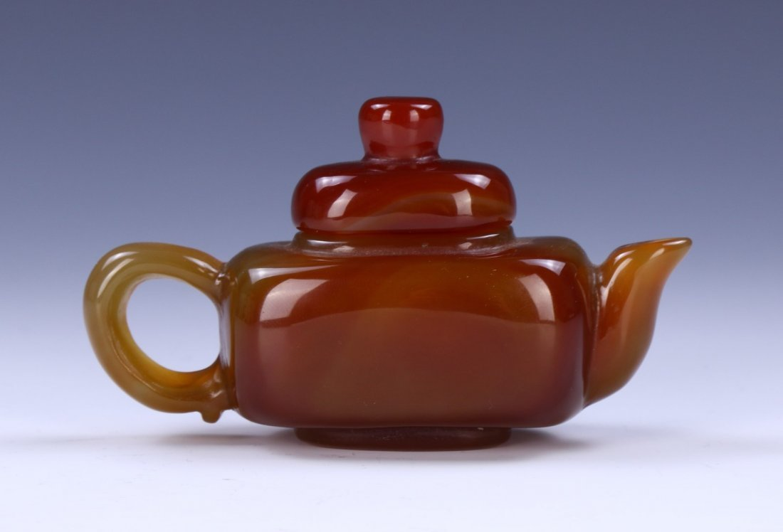 A CHINESE AGATE CARVED TEAPOT - 2