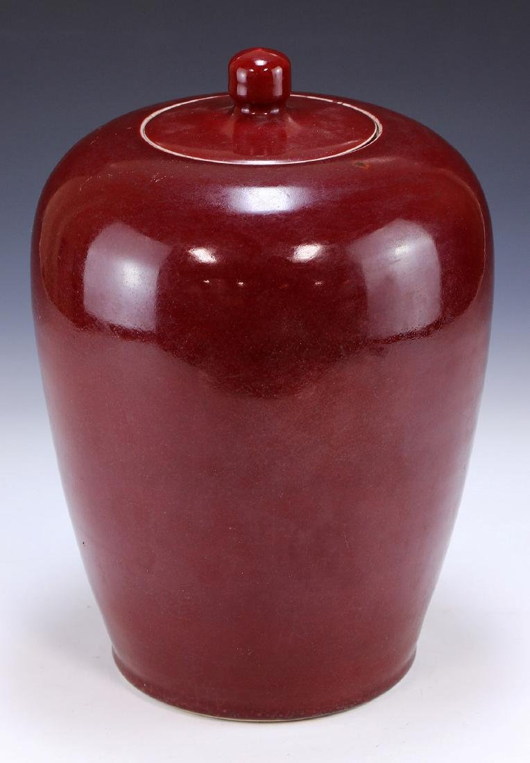 A CHINESE ANTIQUE OX BLOOD RED LIDDED PORCELAIN VASE