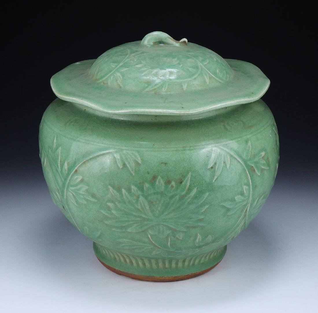 A CHINESE LONGQUAN CELADON JAR AND COVER