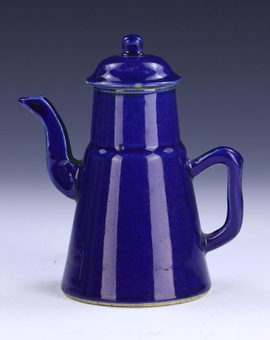 A CHINESE ANTIQUE BLUE GLAZED PORCELAIN TEAPOT
