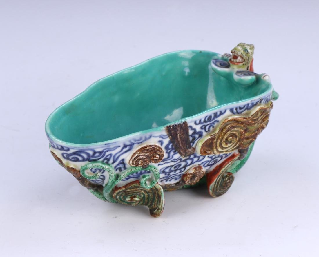 A CHINESE ANTIQUE FAMILLE ROSE PORCELAIN LIBATION CUP
