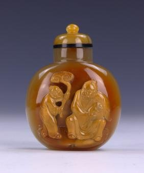 A CHINESE ANTIQUE AGATE CARVED SNUFF BOTTLE