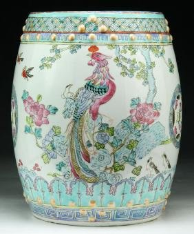 A CHINESE ANTIQUE FAMILLE ROSE PORCELAIN GARDEN STOOL