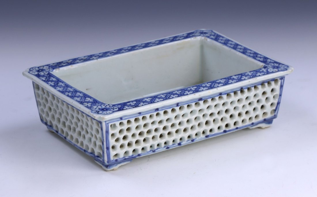 A CHINESE ANTIQUE BLUE & WHITE SQUARE PORCELAIN BOWL