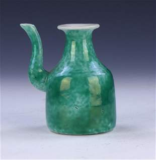 A CHINESE ANTIQUE GREEN GLAZED PORCELAIN WINE POT