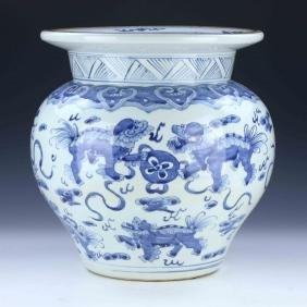 A BIG CHINESE ANTIQUE BLUE & WHITE PORCELAIN JAR
