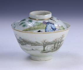 A CHINESE ANTIQUE FAMILLE ROSE LIDDED PORCELAIN BOWL