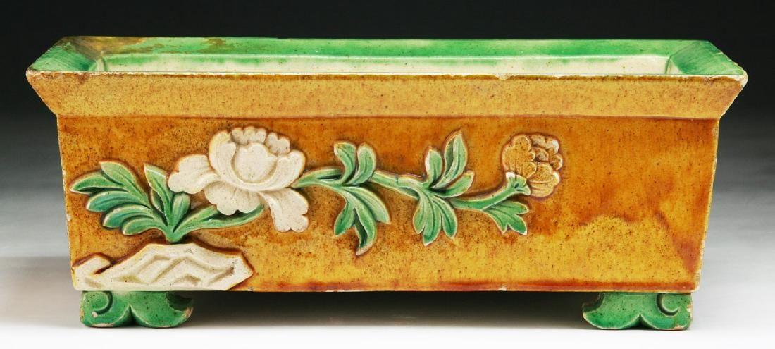 A Chinese Antique Famille Rose Porcelain Vase