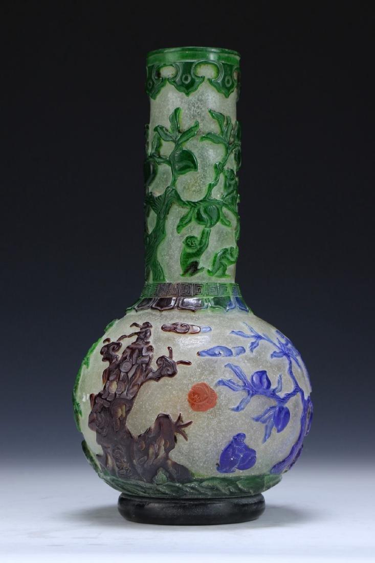 A CHINESE ANTIQUE OVERLAY PEKING GLASS VASE
