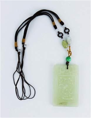A CHINESE JADEITE PENDANT NECKLACE
