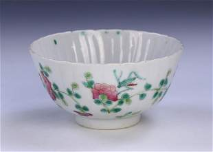 A CHINESE ANTIQUE FAMILLE ROSE PORCELAIN BOWL