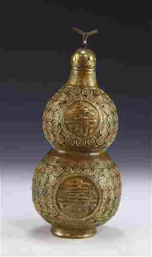 A CHINESE ANTIQUE LIDDED BRONZE VASE