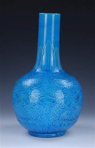 A CHINESE ANTIQUE BLUE GLAZED PORCELAIN VASE