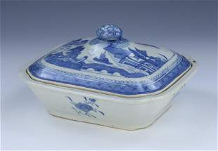 A CHINESE ANTIQUE BLUE & WHITE LIDDED PORCELAIN TUREEN