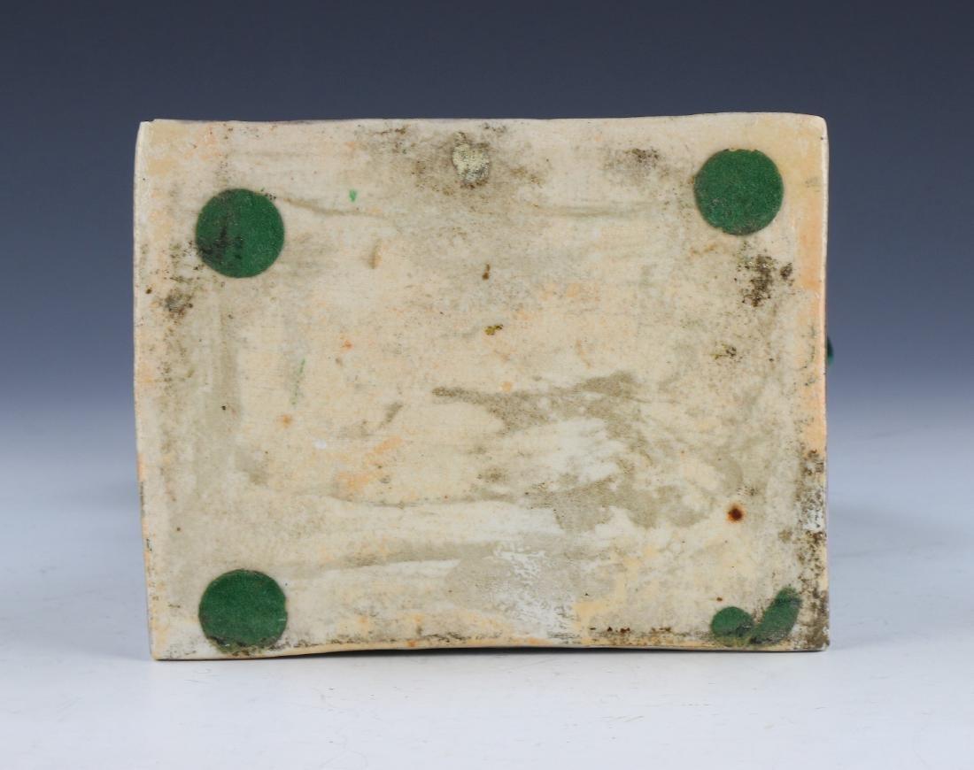 A CHINESE ANTIQUE GREEN & PURPLE GLAZED PORCELAIN LION - 5