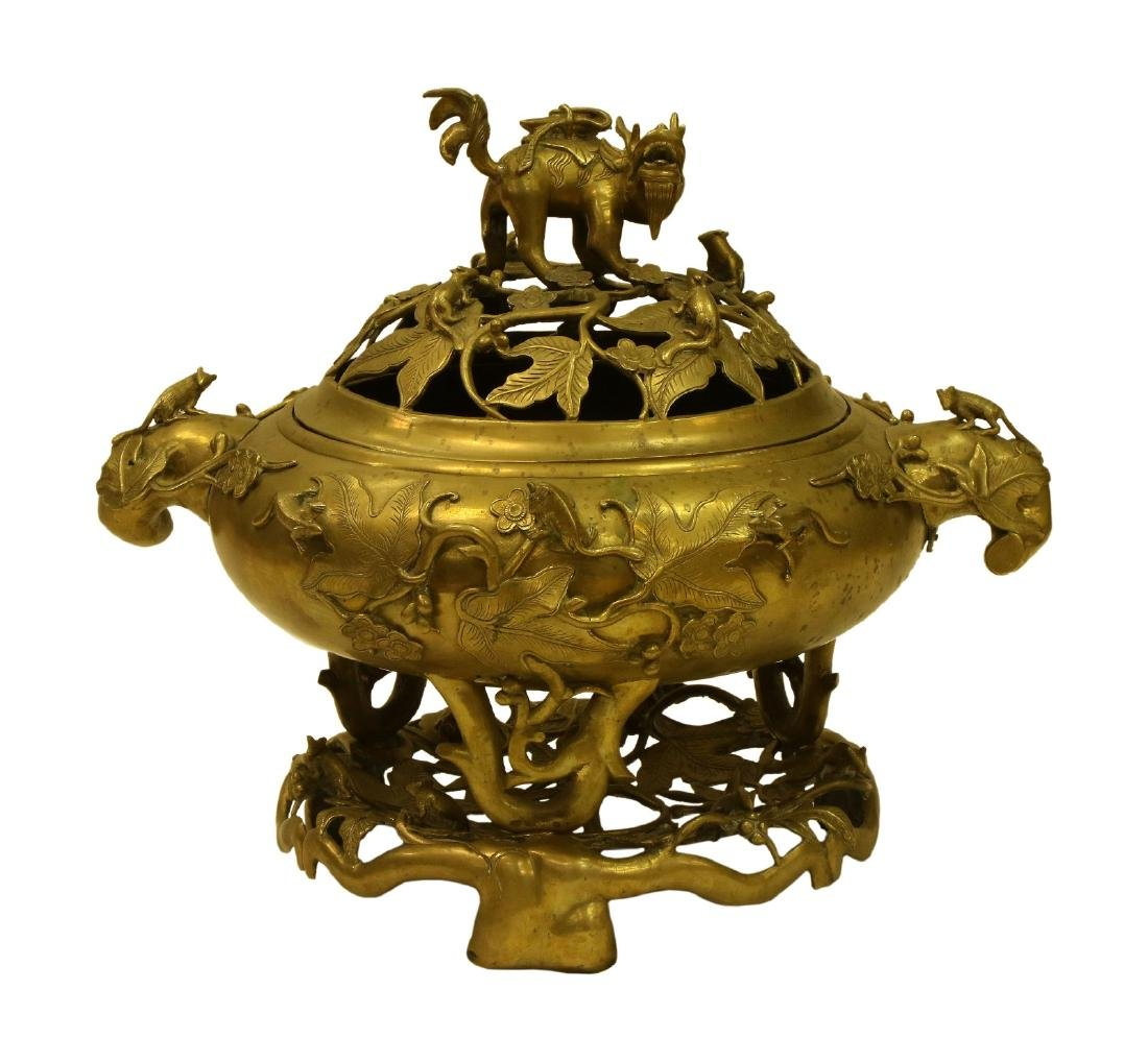 A MASSIVE CHINESE LIDDED BRONZE TRIPOD CENSER