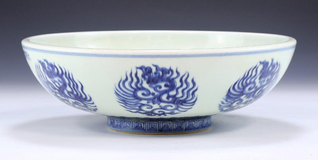 A CHINESE ANTIQUE BLUE & WHITE PORCELAIN BOWL - 2