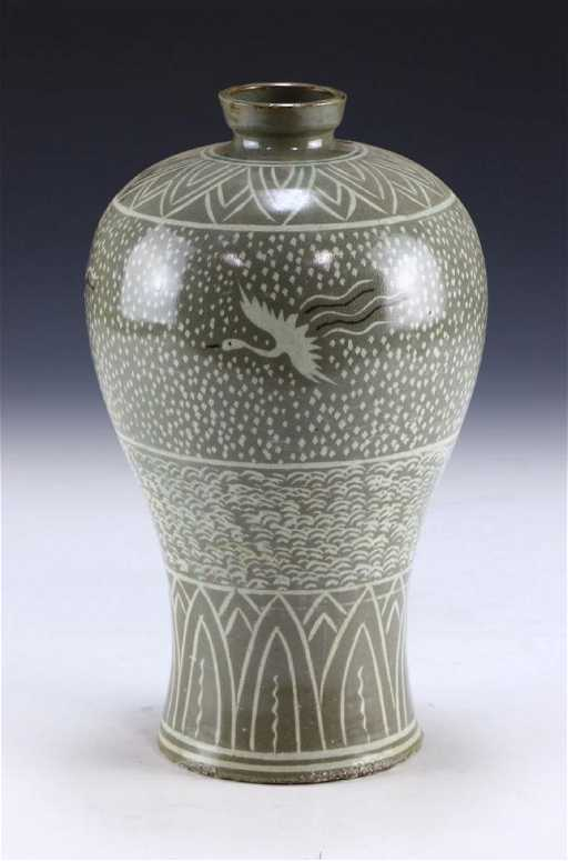 A Korean Antique Celadon Glazed Porcelain Vase