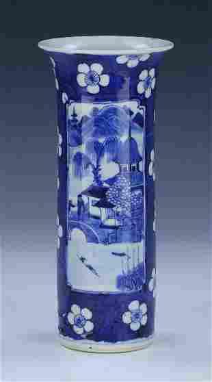 A CHINESE ANTIQUE BLUE WHITE PORCELAIN VASE
