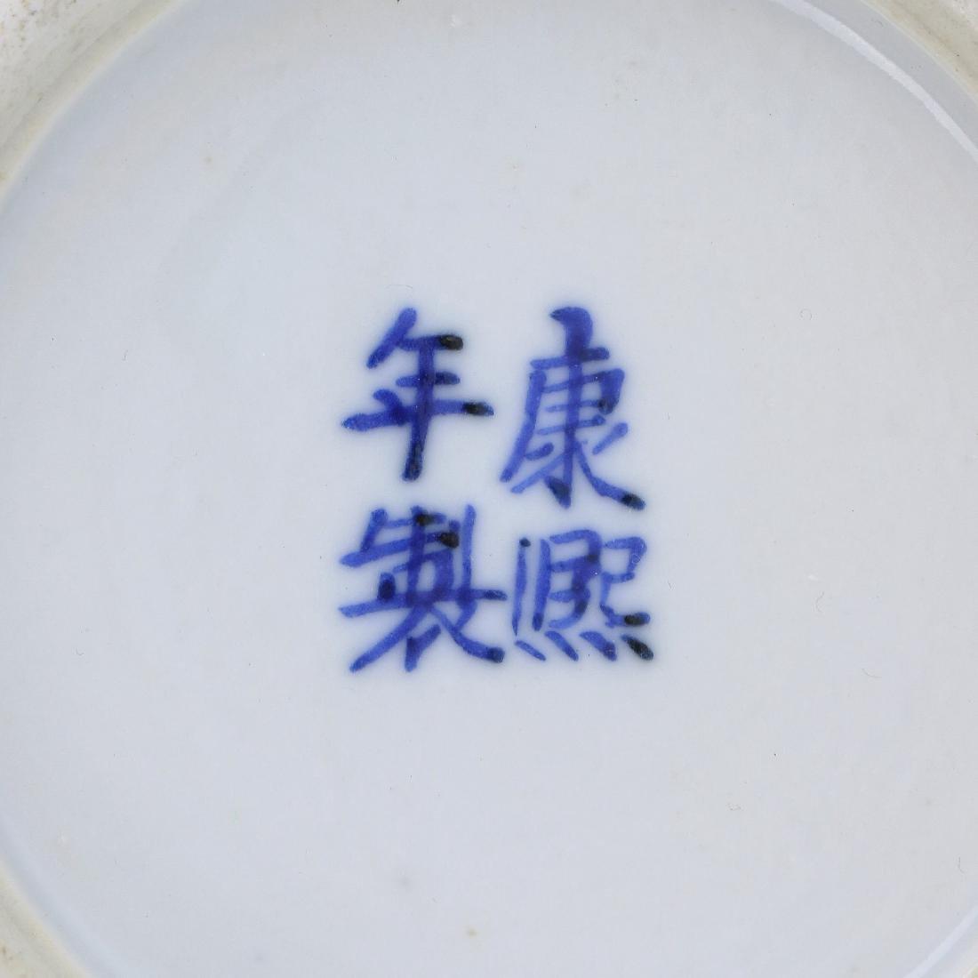 A CHINESE ANTIQUE BLUE & WHITE PORCELAIN VASE - 5