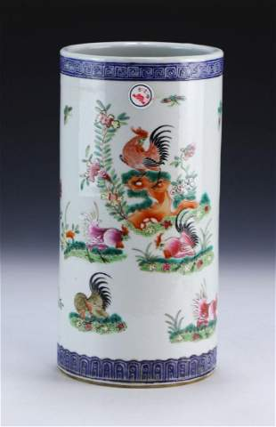 A CHINESE ANTIQUE FAMILLE ROSE PORCELAIN HAT STAND