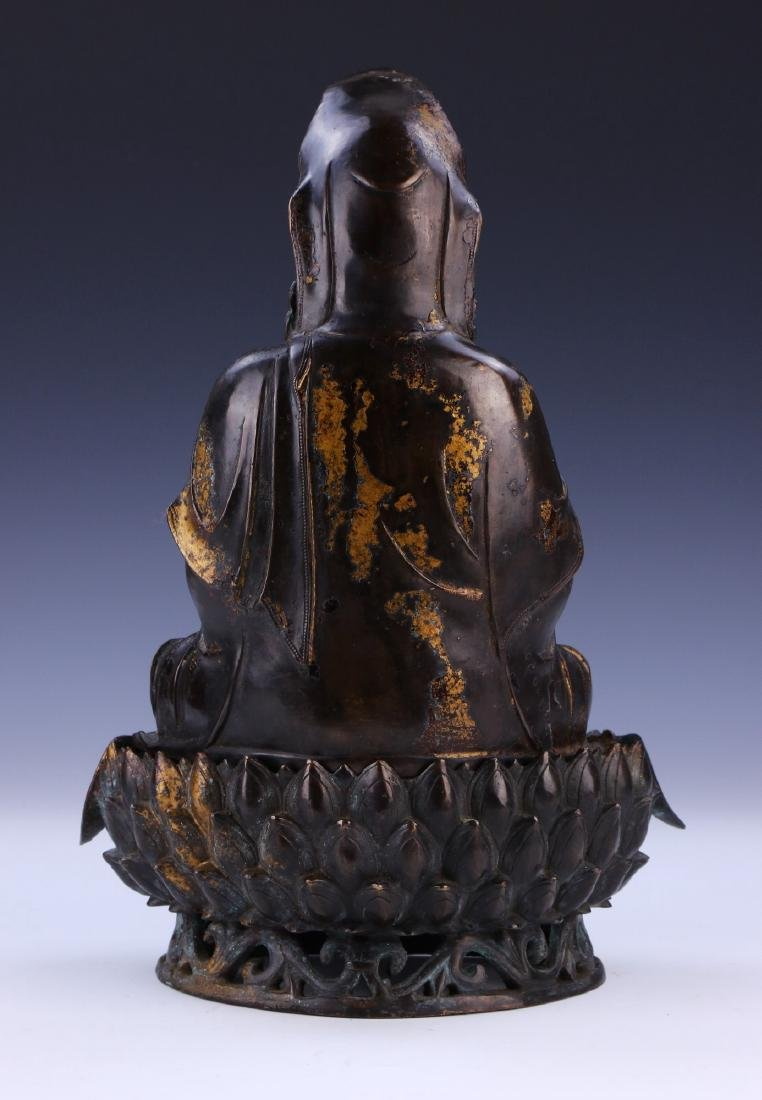 A CHINESE ANTIQUE GILT BRONZE GUANYIN - 2