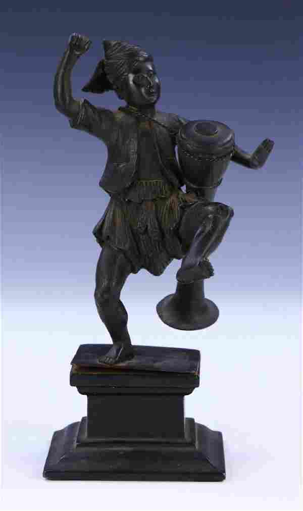 A CHINESE ANTIQUE BRONZE FIGURE