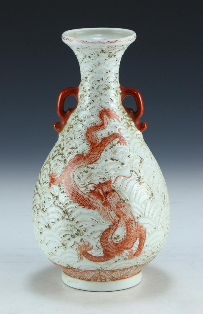 A CHINESE ANTIQUE WHITE & IRON RED PORCELAIN VASE