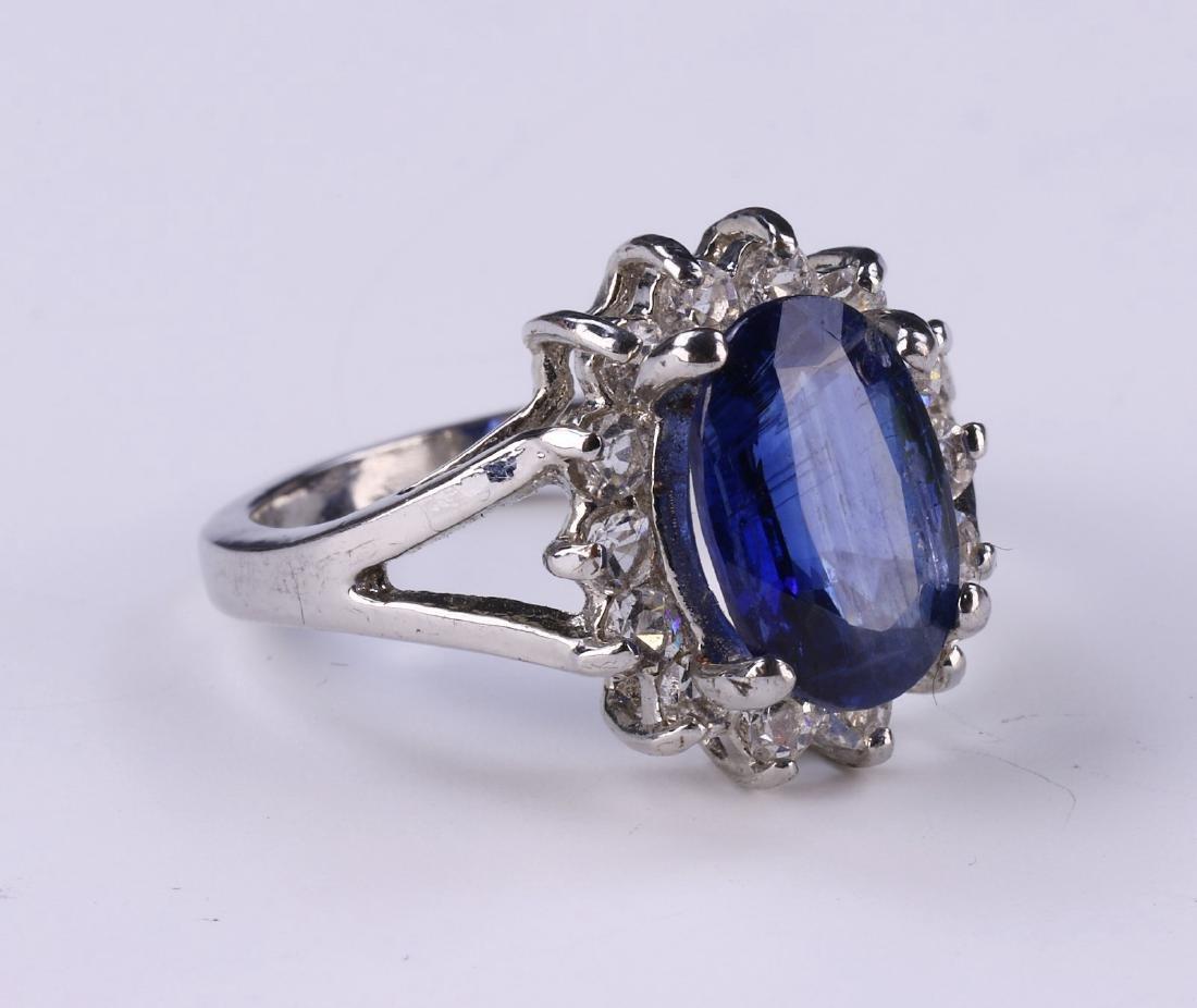 A BLUE SAPPHIRE RING