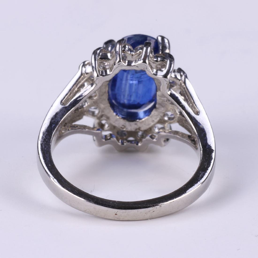 A BLUE SAPPHIRE RING - 3