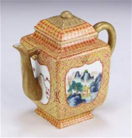 A CHINESE ANTIQUE GILT FAMILLE ROSE PORCELAIN TEAPOT