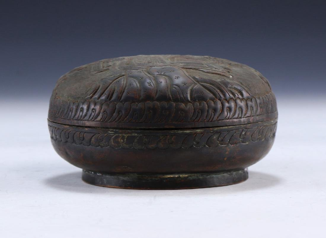 A CHINESE LIDDED BRONZE CASE - 2