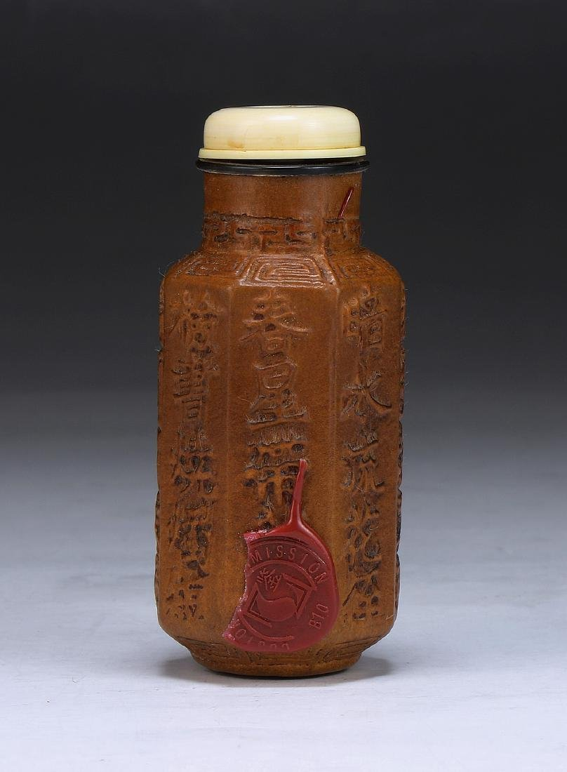 A CHINESE GOURD CARVED SNUFF BOTTLE