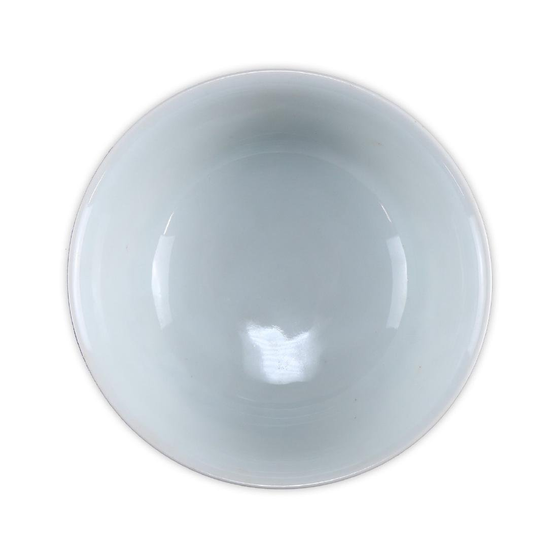 A CHINESE FAMILLE ROSE PORCELAIN BOWL - 3