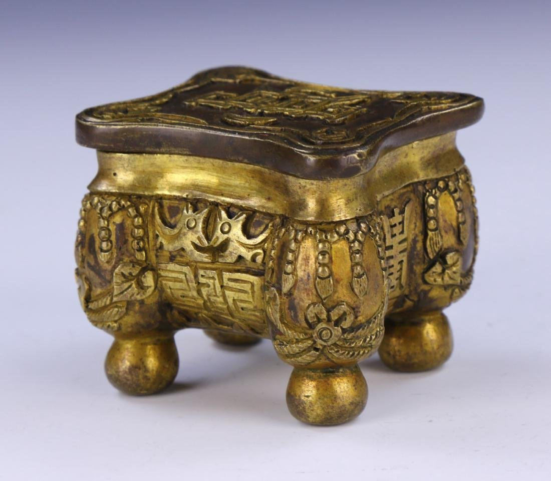 A CHINESE LIDDED BRONZE CASE