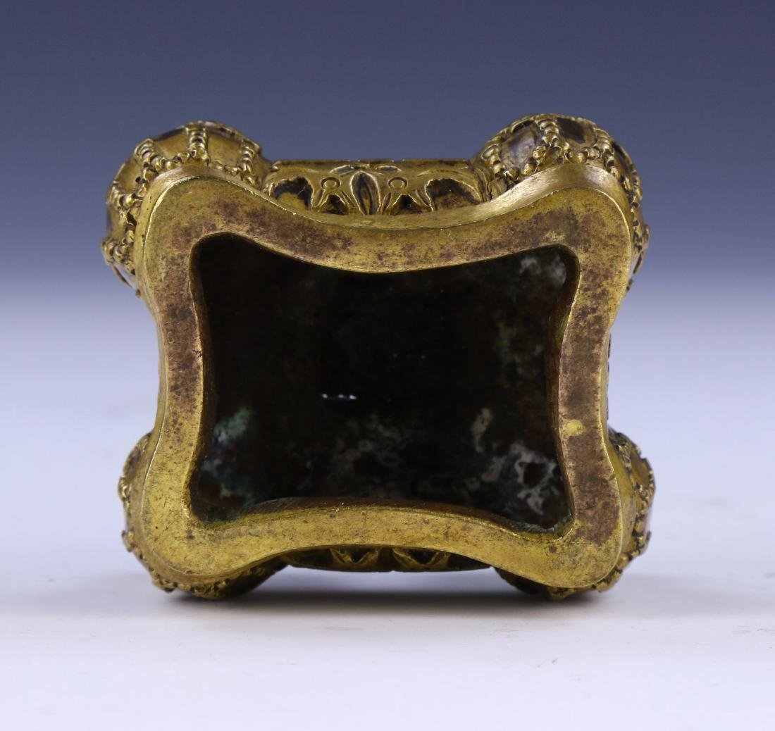 A CHINESE LIDDED BRONZE CASE - 3