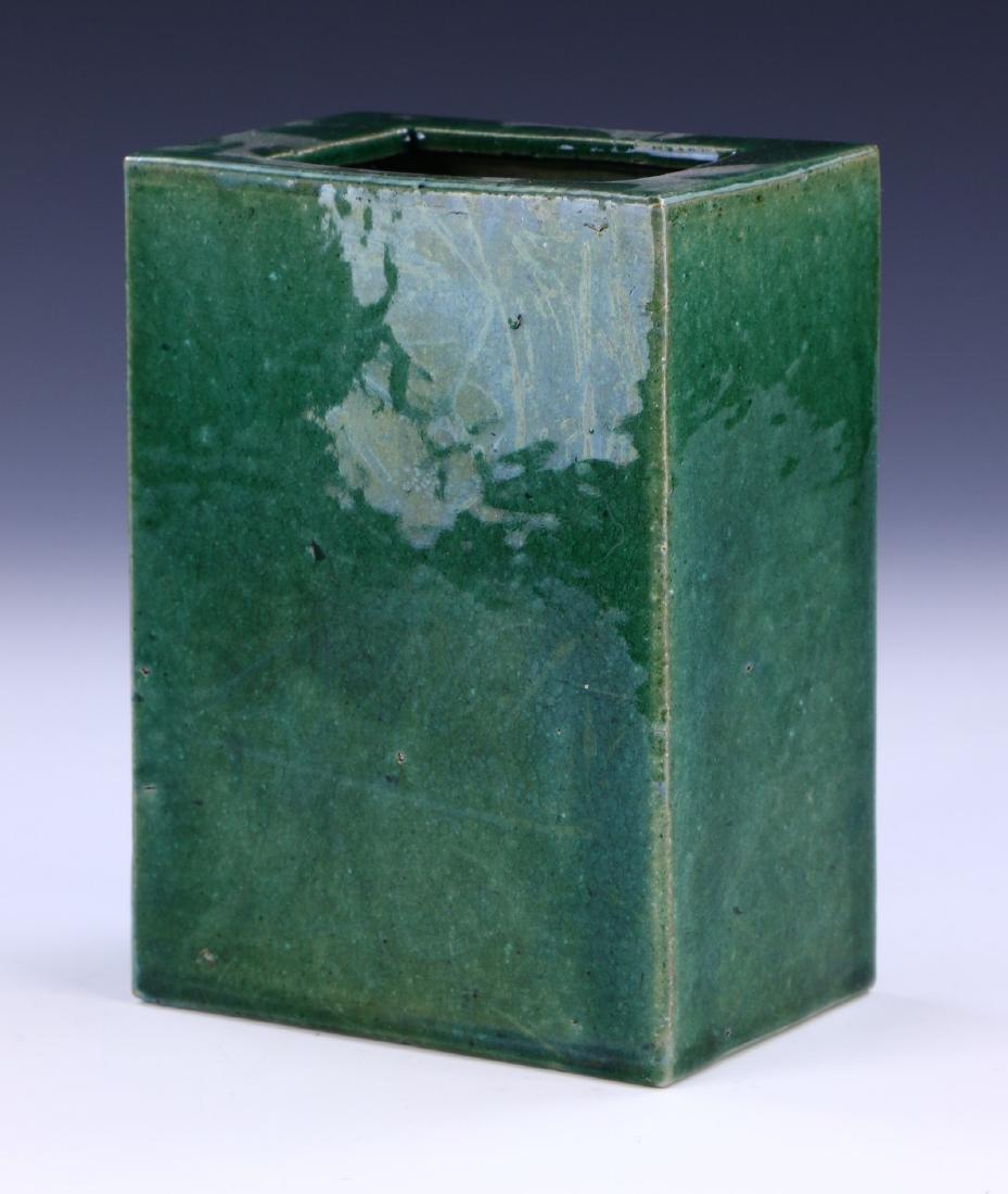 A CHINESE GREEN GLAZED PORCELAIN VASE