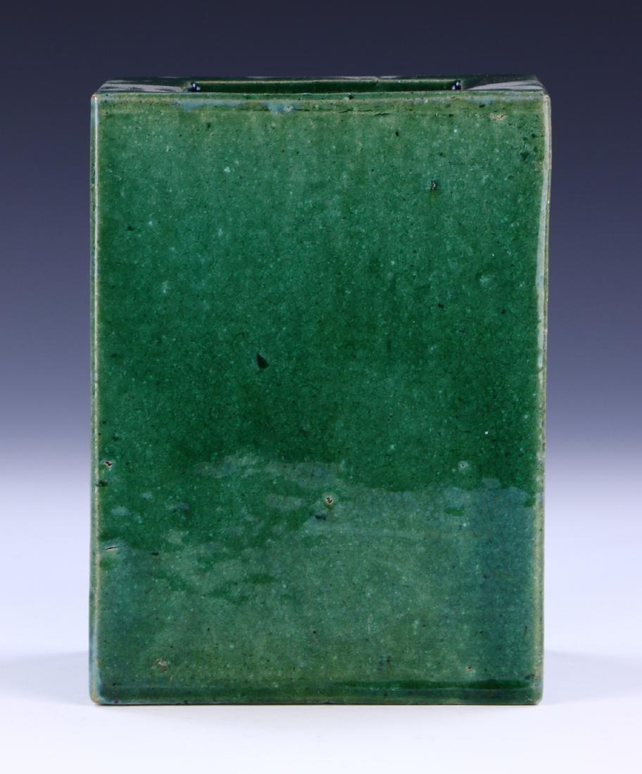 A CHINESE GREEN GLAZED PORCELAIN VASE - 2