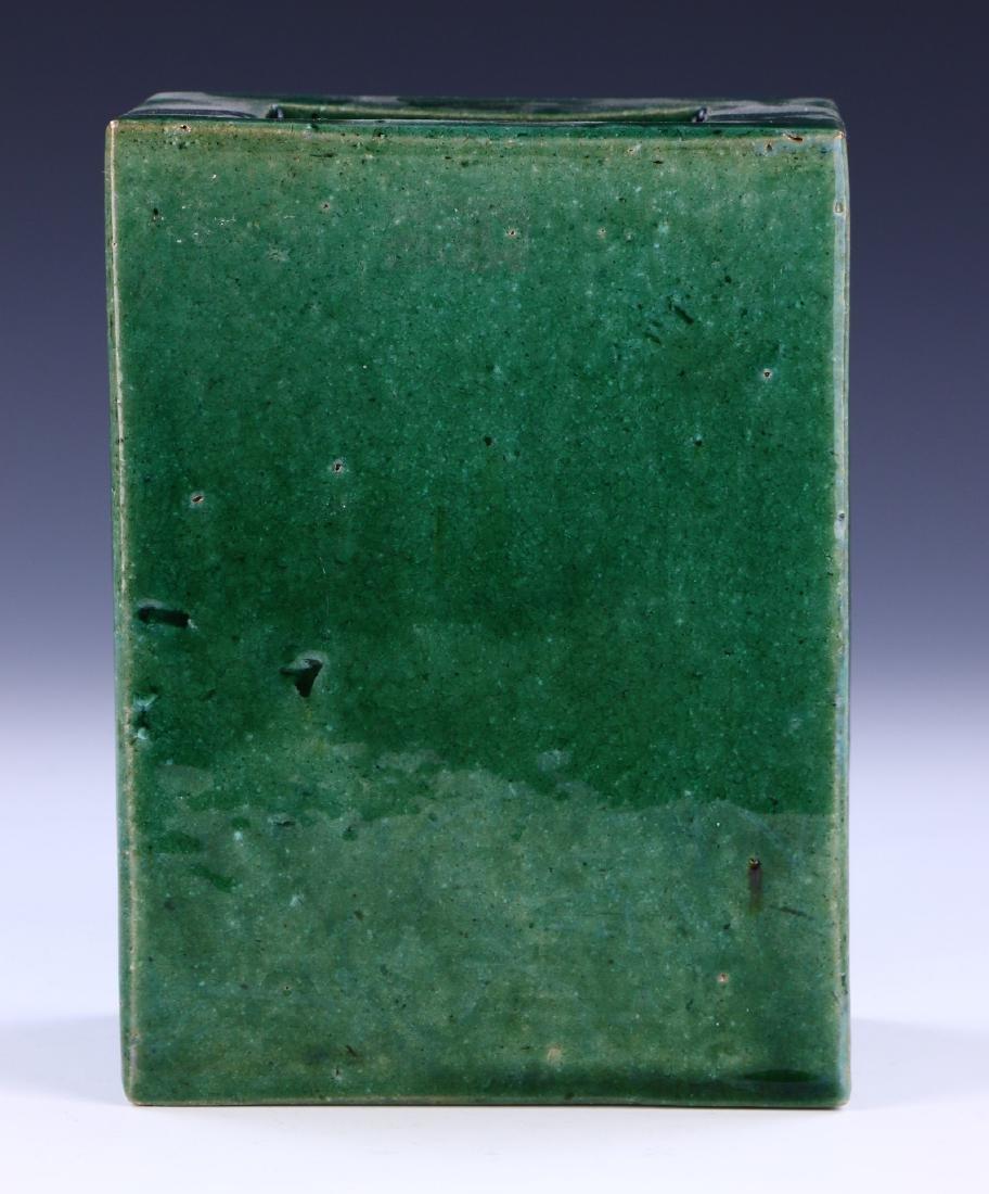 A CHINESE GREEN GLAZED PORCELAIN VASE - 3