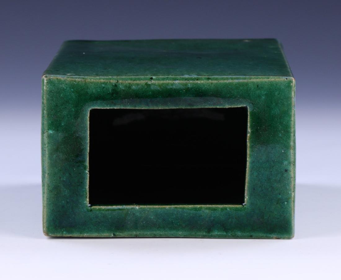 A CHINESE GREEN GLAZED PORCELAIN VASE - 4